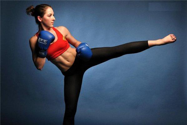 Занятие боевыми искусствами в фитнес-клубе
