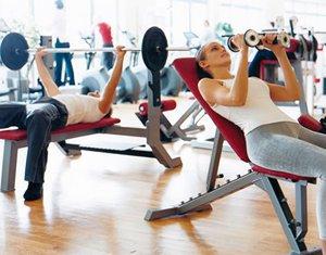 Силовая тренировка в фитнес-клубе