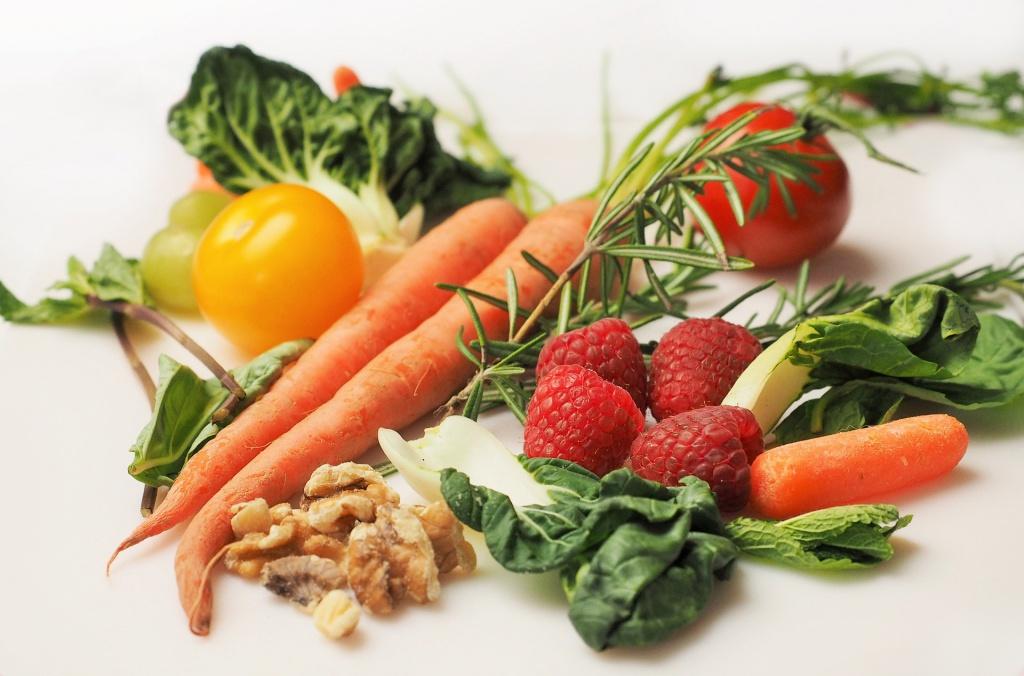 Полезная еда: овощи, фрукты, орехи