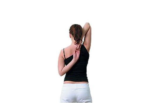 Упражнение для растяжки позвоночника замок за спиной