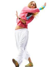 Занятие современными танцами в фитнес-клубе